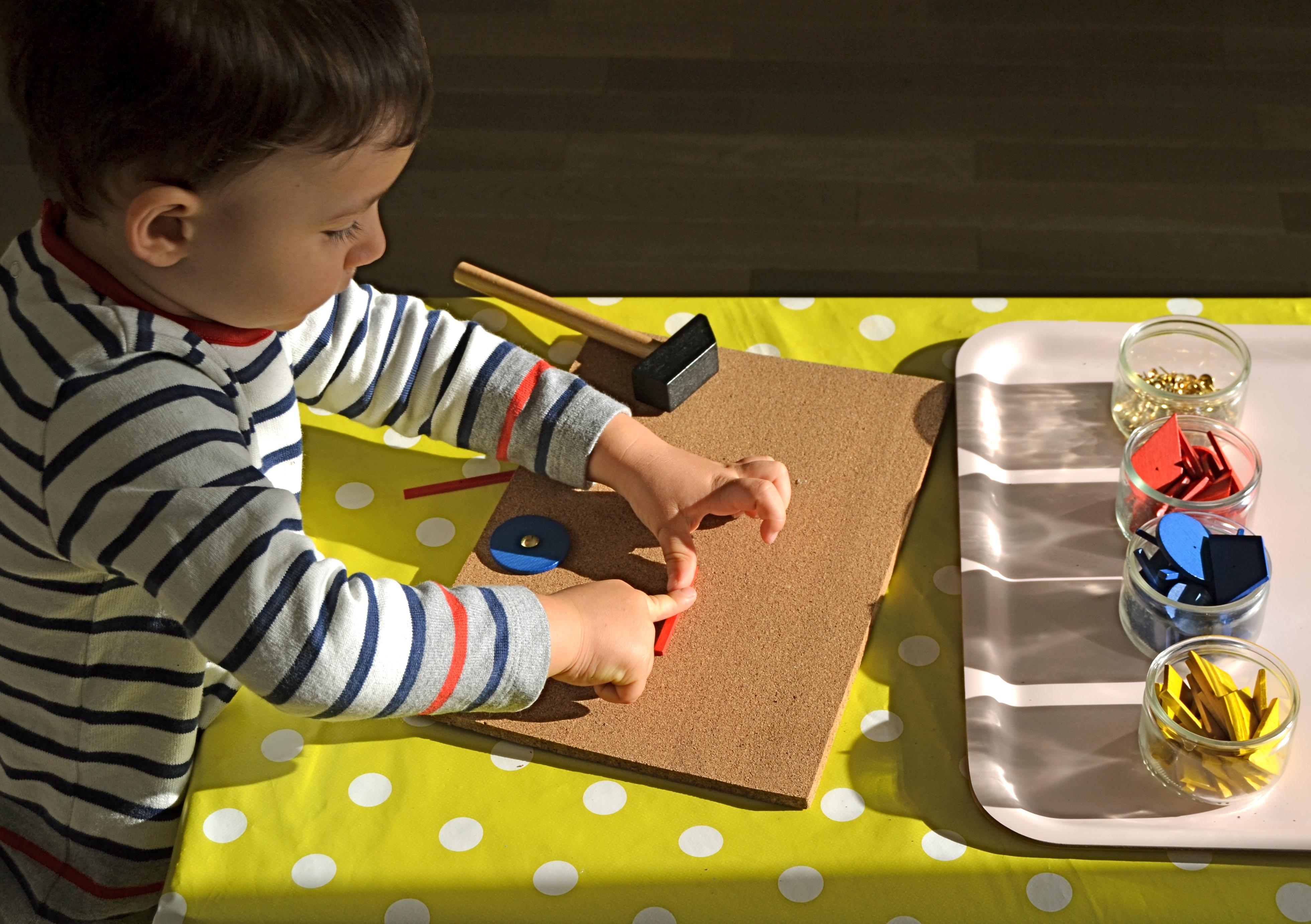 Assez L'Activité Montessori du Jour : Le marteau et le set de clous | Le  IY88