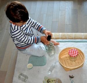 L'Activité Montessori du Jour : visser et dévisser