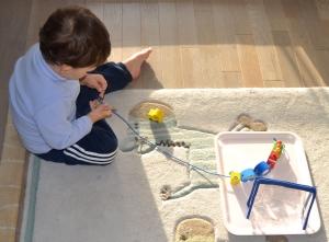 L'Activité Montessori du Jour : la passoire