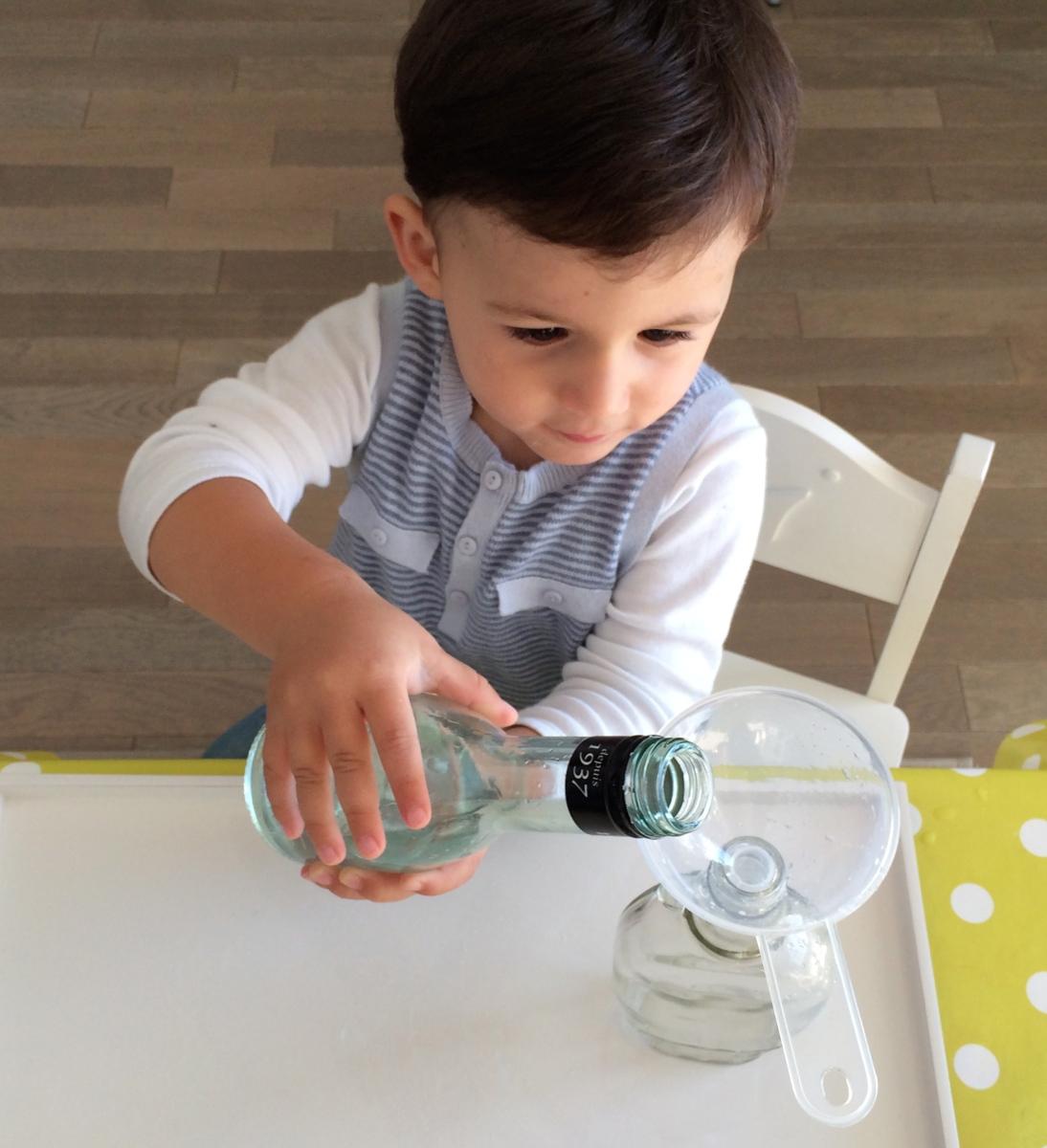 L'Activité Montessori du Jour : l'entonnoir