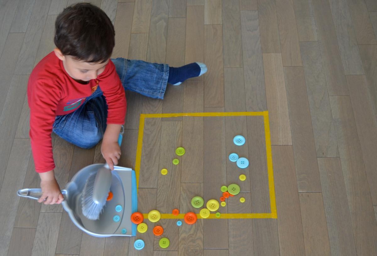 L'Activité Montessori du Jour : la pelle et la balayette