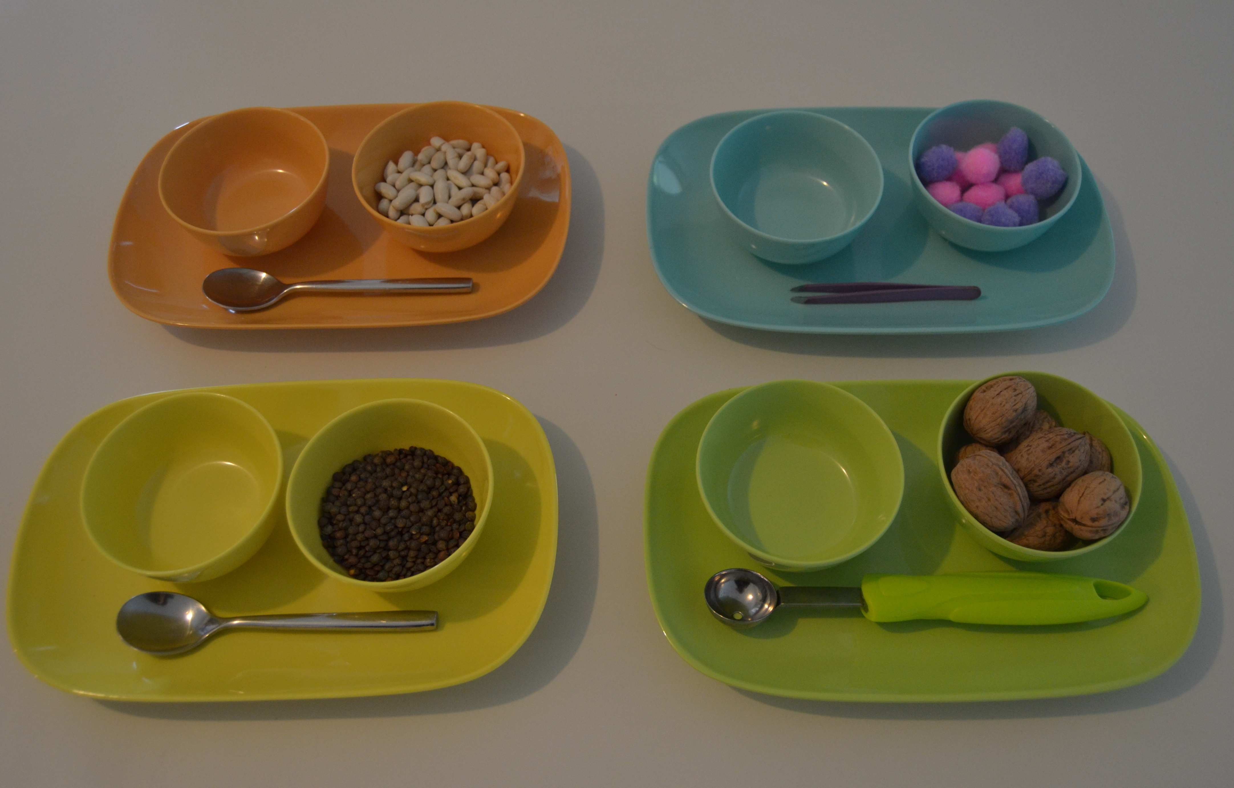 l activit montessori du jour transfert d objets en 4. Black Bedroom Furniture Sets. Home Design Ideas
