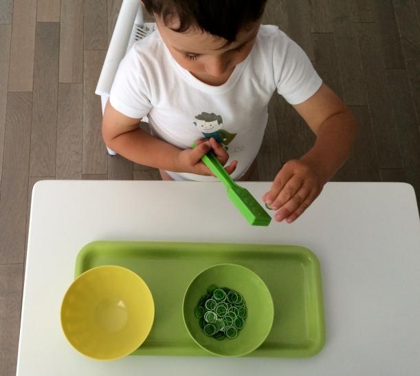 L'Activité Montessori du Jour : jetons aimantés