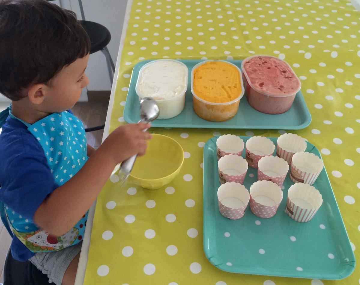 L'Activité Montessori du Jour : préparer des coupes glacées