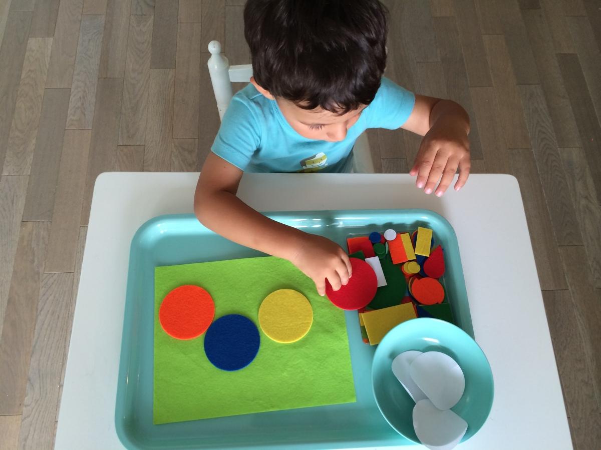 L'Activité Montessori du Jour : tableau de feutrine - un cadeau plein d'attention