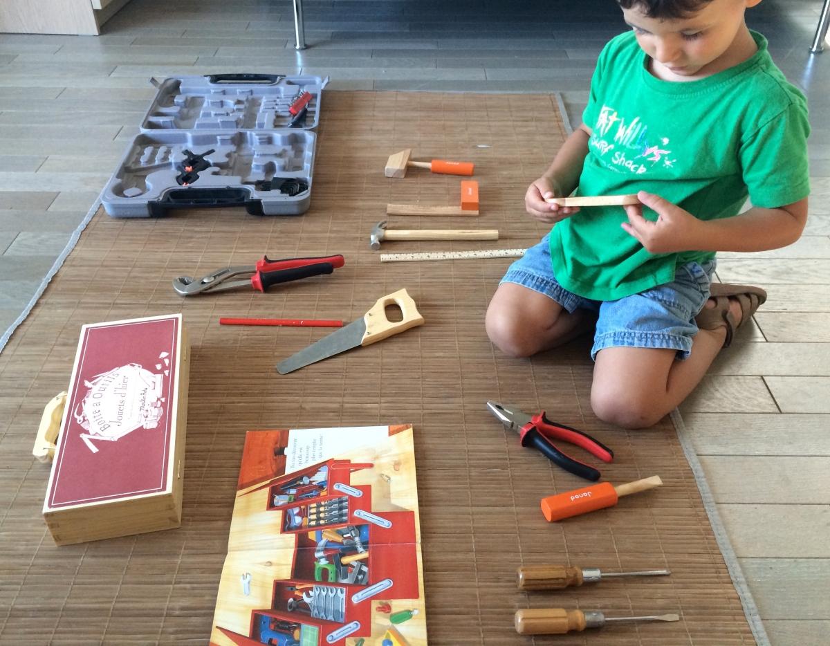 L'Activité Montessori du Jour : la boîte à outils