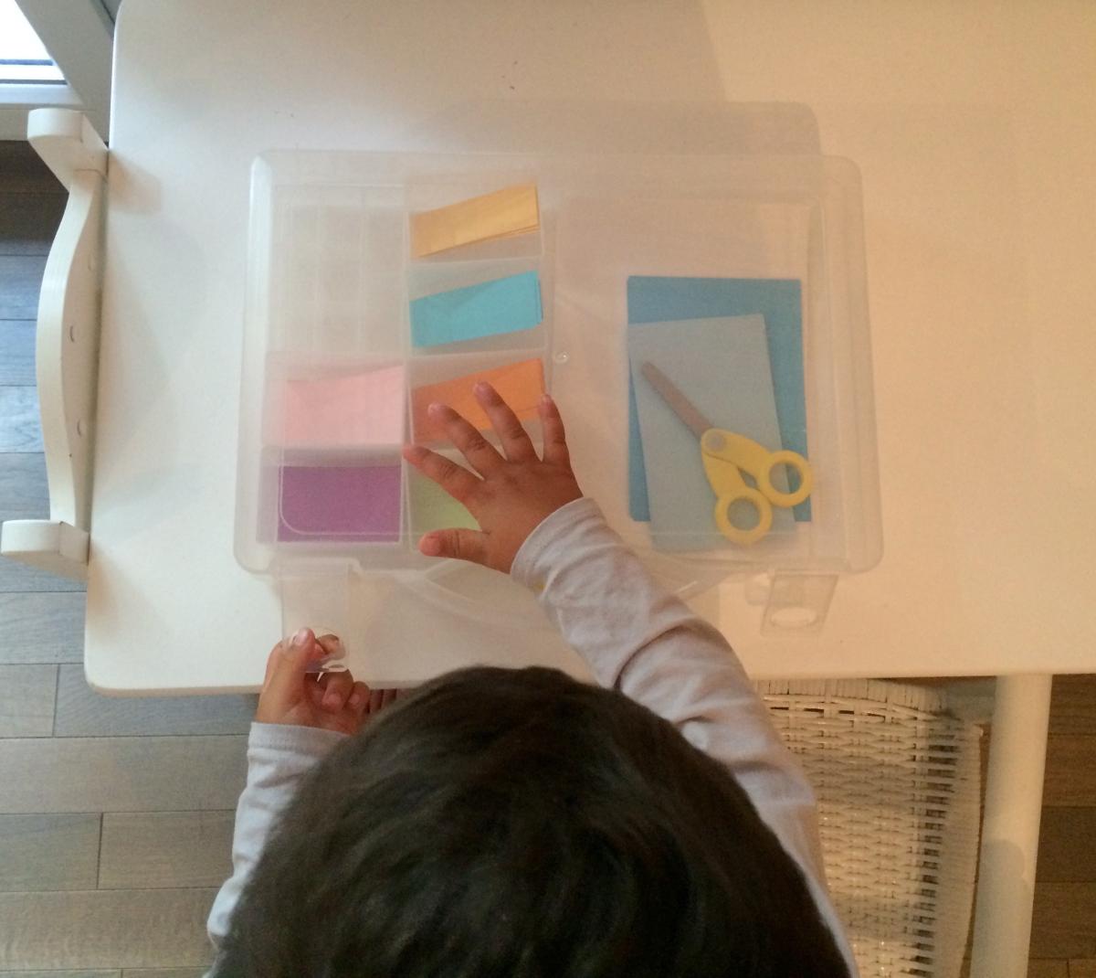 L'Activité Montessori du Jour : la boîte à découper