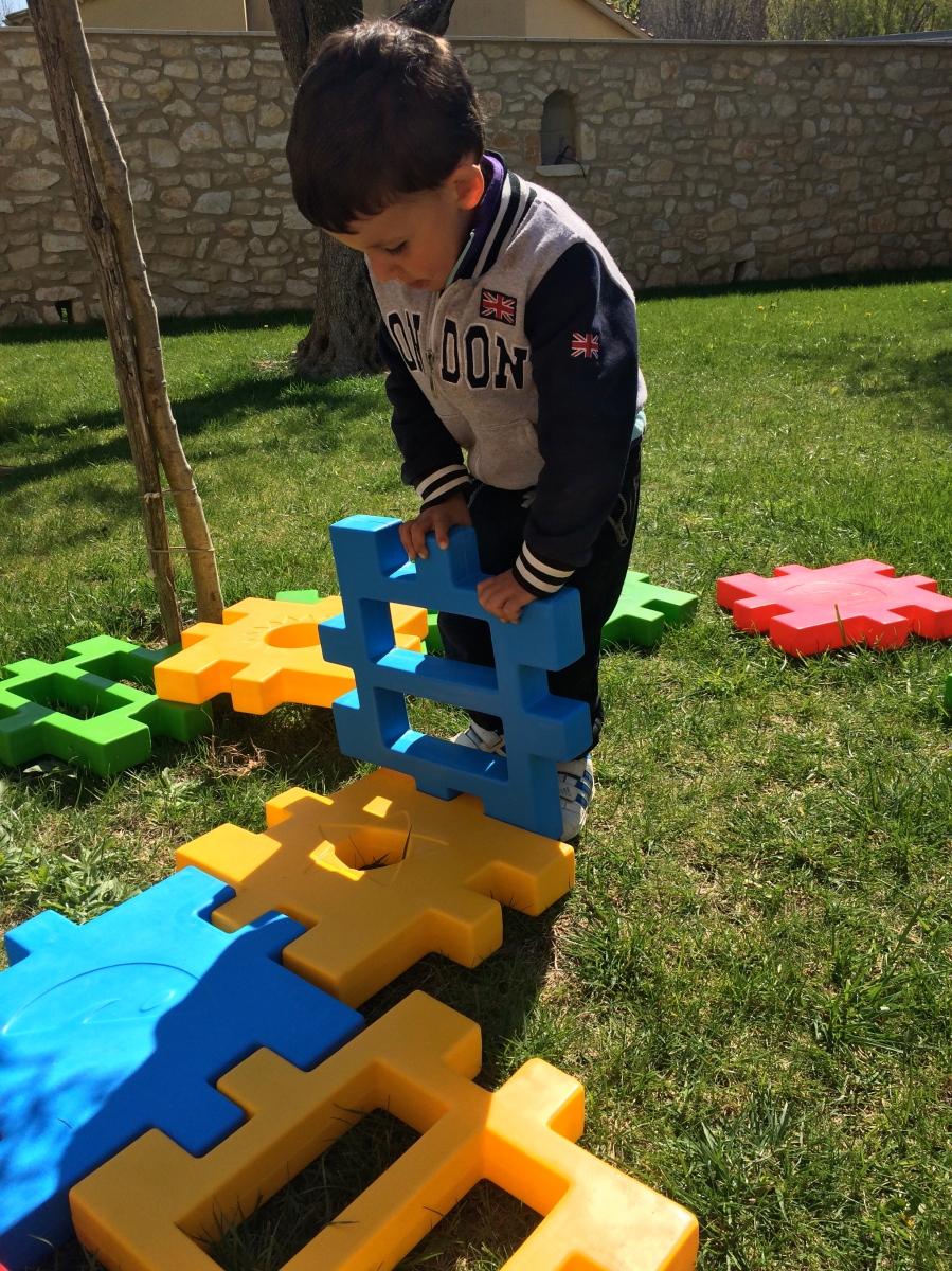 L'Activité Montessori du Jour : constructions géantes