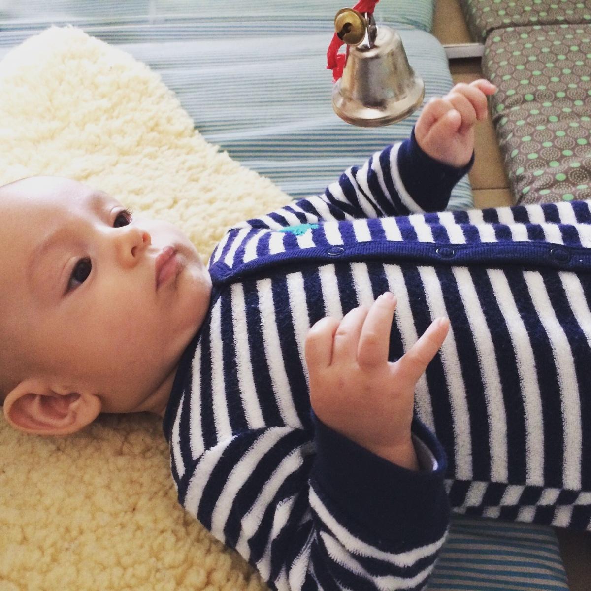 L'Activité Montessori du Jour : les objets suspendus