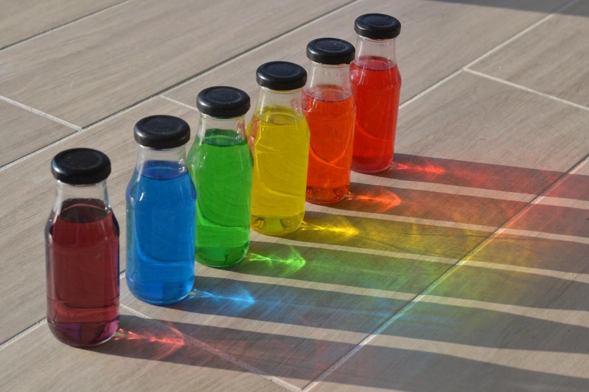 L'Activité Montessori du Jour : des couleurs en bouteille