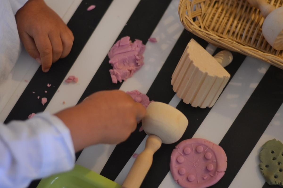 L'Activité Montessori du Jour : Les bienfaits du modelage